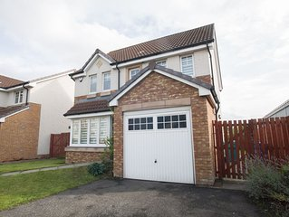 Stylish, modern four bed house ideal for large groups,families or contractors