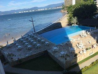 PÉ NA AREIA CARAGUATATUBA /prainha belo ap com piscina aquecida borda infinita
