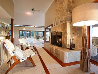 Kookaburra Lodge.Luxurious and spacious home with stunning views.