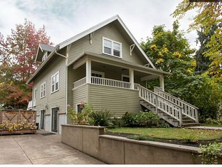 Beautiful, Well Appointed, Large Home, 2 blocks from UofO, 3 Bedroom+, 3 bath