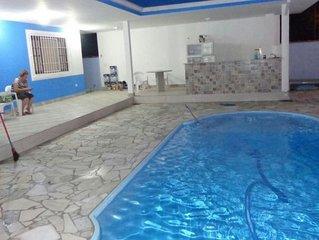 Casa azul com piscina em Ubatuba Maranduba