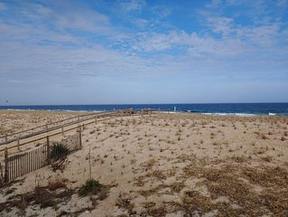 Oceanfront Bright End Unit Condo Beach Haven - Amazing Views & Great Location