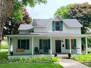 Downtown! Huge 3,000 sq. ft Historic CVX Cottage, Sleeps 16! New Central A/C!