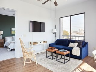 Sonder | The Hampstead | Elegant 2BR + Balcony