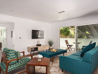 Front unit w/huge balcony in Beautiful Santa Monica