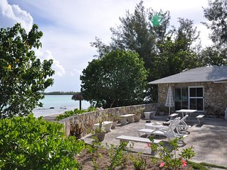 STONE BEACH COTTAGE TikiHut Kayaks Paddleboards WiFi Terrace Beachfront Gardens