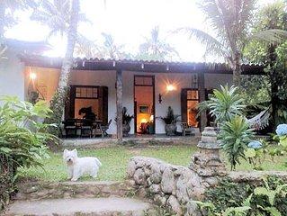 Casa 4 quartos com amplo jardim - 3 suites