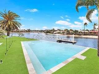 Waterfront 4 bedroom house with new Pool