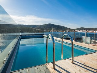 Beachront Luxury Villa w/rooftop pool, gym + spa Only 20 Min. From Split Airport