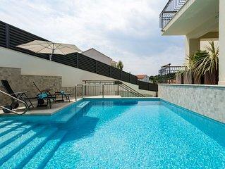 (B4) Penthouse apartment