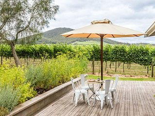 Yarra Valley vineyard cottage - premier location, relax, enjoy and breathe easy