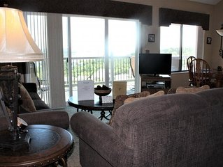 Super Spacious! 3 bed 3 bath Condo-Enjoy beautiful Lake Views! Elevator! SDC 1 m