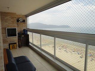 Maravilhoso apartamento de frente para o mar com sacada gourmet (andar alto)