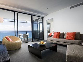 Circle on Cavill -  2 Bedroom Spa Apartment **OCEAN VIEW**