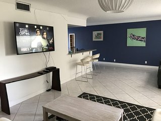 Large 2 Bedroom 2 Bath Condo Very Close To The Beach, Restaurants, And Shops