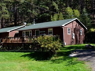A large 3 bedroom, 2 bath cabin minutes from Rushmore