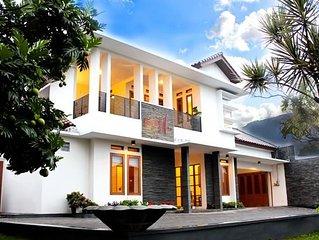 Private Pool 5BR Villa - Feels Like Home