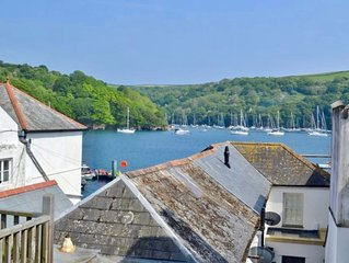 Albert View, a delightful apartment in Fowey with a great rooftop estuary view