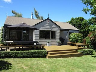 Clarke Cottage - sunny, warm and family friendly