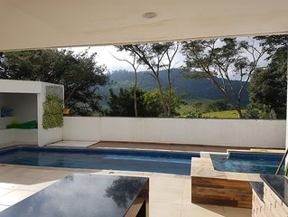 Casa nas montanhas de Atibaia com piscina e spa aquecidos
