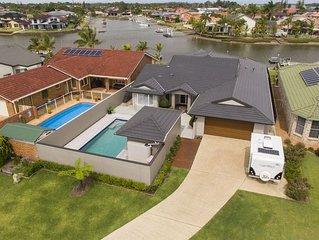Luxury Waterfront Home-Pool & Pontoon