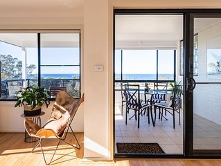 Luxury house, ocean views, close to Kiama centre, for 1 couple or up to 4 guests