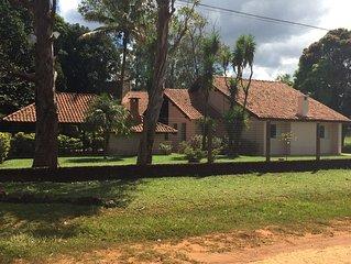 Charmosa casa em Chapada Dos Guimarães com amplo espaço verde