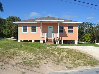 2 Bed / 2 Bath Cottage - White Sand Beach is just around the corner!