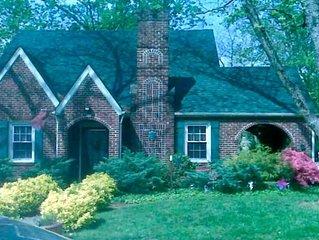 Historic  1940's home in Winston-Salem, sleeps 8, 4 queen bedrooms, 2 baths