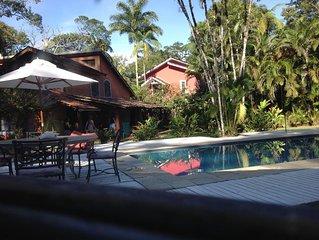 Camburi. Paraiso tropical chale/Loft 4 Acomodam 7 pessoas