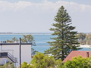 13 'Cote D'Azur', 61 Donald Street - Lovely unit with air con, pool, lift and Wi