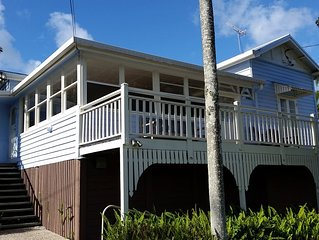 SOUTHPORT Holiday HOME Handy to Broadwater Theme Parks   Free WiFi and Netflix.