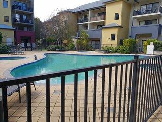 1 x 1 CBD Apartment, free parking, pool