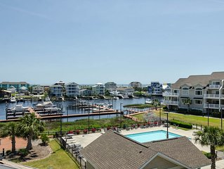 Luxury Carolina Bay condo with pool access and boat friendly!!