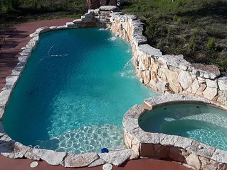 Dripping Springs-Large Hot Tub plus Pool can be heated*