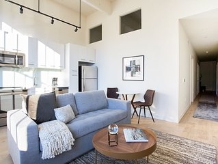 Sonder | Sixteen Hundred | Charming 1BR + Lounge