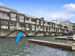 Viaduct Harbour Waterside Apartment