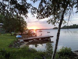 NEW LISTING ♥ Lake-House on Water, East Lake, Belgrade Lakes