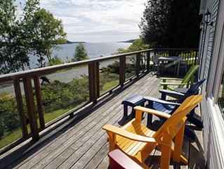 WATERFRONT COTTAGE IN LUNENBURG CLOSE TO THE YACHT CLUB. PRIME LOCATION.