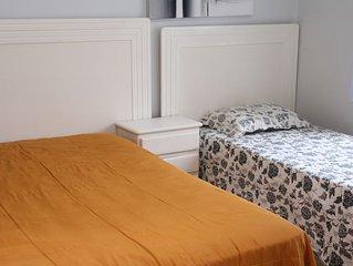 MARTHA SCHWANTZ  Luxuoso 4 quartos ar refrigerado e 2 garagens 200m da praia.