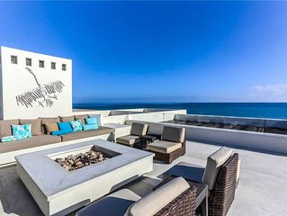 Magnificent Beachfront Villa, Pool, Spa, Rooftop Deck!