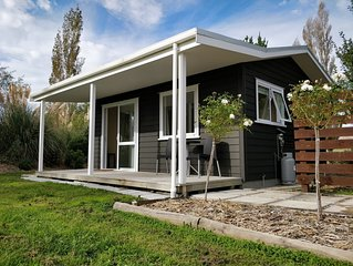 Little Black Cottage - Rural Retreat