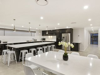 Rise House Hobart - Outstanding! Luxury family home