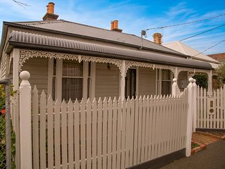 Furnished 3 bedroom house • 4km from Melbourne CBD • Amazing city skyline views