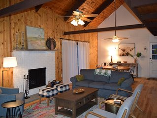 Bright and open concept LAKEFRONT, Beach, HEATED POOL, playground, dock, deck