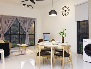 Orangerabbit Family Suite*PJ Icon City -6 Pax,Sky view Pool ,Free Wifi