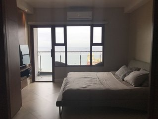 Executive Malate 1 BR Condo w/ Balcony & Bay View