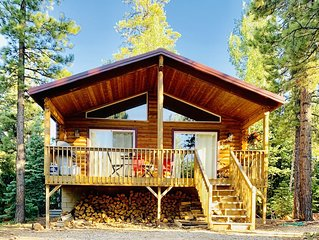 Sunny Log Cabin Near Zion & Bryce in Duck  Creek Village with Wi-Fi