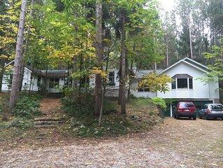 Beautiful Burdickville Weekly Rental with Big Glen Lake access across the street