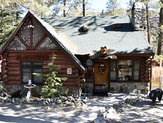 Cozy Comfort * Bear With Us Lodging - Historic Log Cabin - Located Downtown
